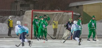 Матч по хоккею с мячом закончился 20-ю голами в свои ворота